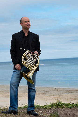 Professional horn player José García Gutiérrez